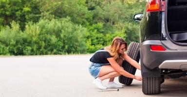 Cómo cambiar una rueda con un gato hidráulico